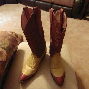Tony Lama Women's Wingtip Cowgirl Boots 👢